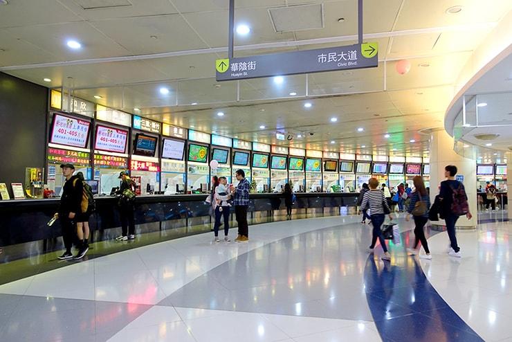 台北駅裏「京站時尚廣場 Qsquare」直結の台北轉運站(台北バスステーション)