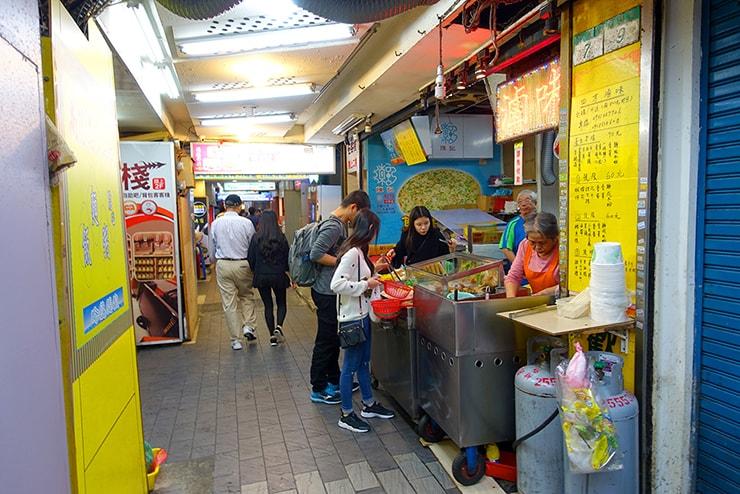 台北駅前のローカルグルメ店