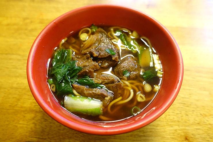台北・公館夜市のおすすめグルメ「品味牛肉麵」の牛肉麵