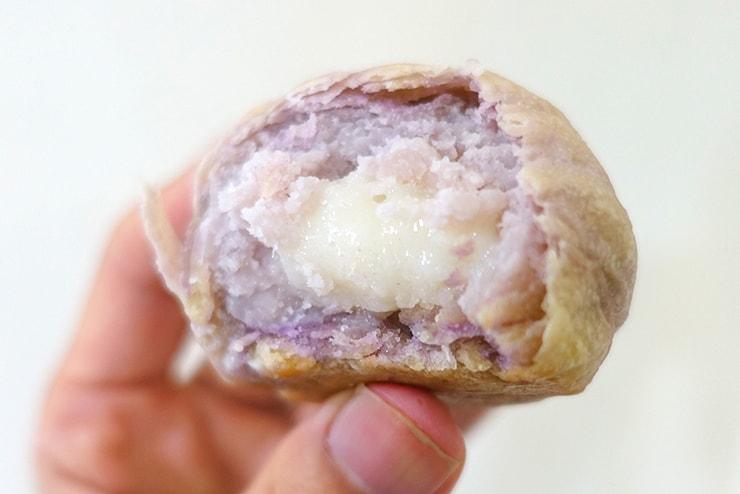 台北駅のおすすめおみやげ「維格餅家」の芋泥酥(タロイモケーキ)クローズアップ