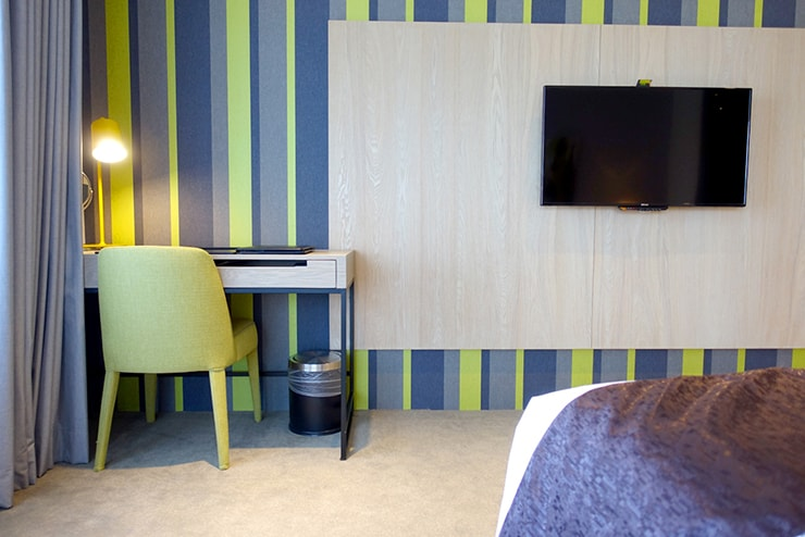 台中歌劇院徒歩圏内の快適ホテル「富盛商旅 GOGO HOTEL」麗緻客房(デラックスルーム)のテレビ