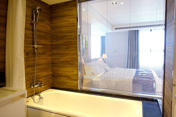 台中歌劇院徒歩圏内の快適ホテル「富盛商旅 GOGO HOTEL」麗緻客房(デラックスルーム)のバスルーム