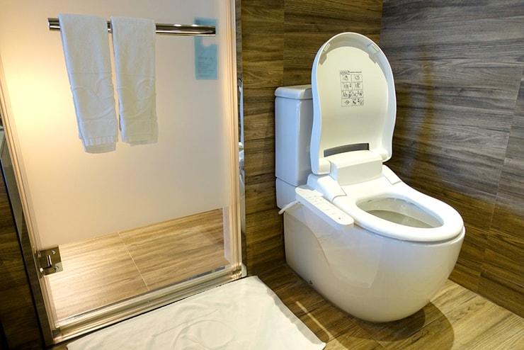台中歌劇院徒歩圏内の快適ホテル「富盛商旅 GOGO HOTEL」麗緻客房(デラックスルーム)のトイレ