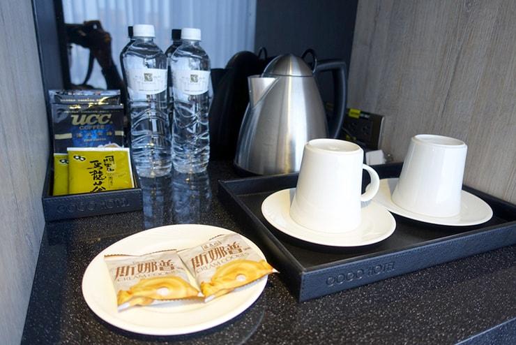 台中歌劇院徒歩圏内の快適ホテル「富盛商旅 GOGO HOTEL」麗緻客房(デラックスルーム)のサービススナック類