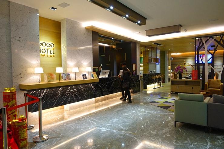 台中歌劇院徒歩圏内の快適ホテル「富盛商旅 GOGO HOTEL」のロビー