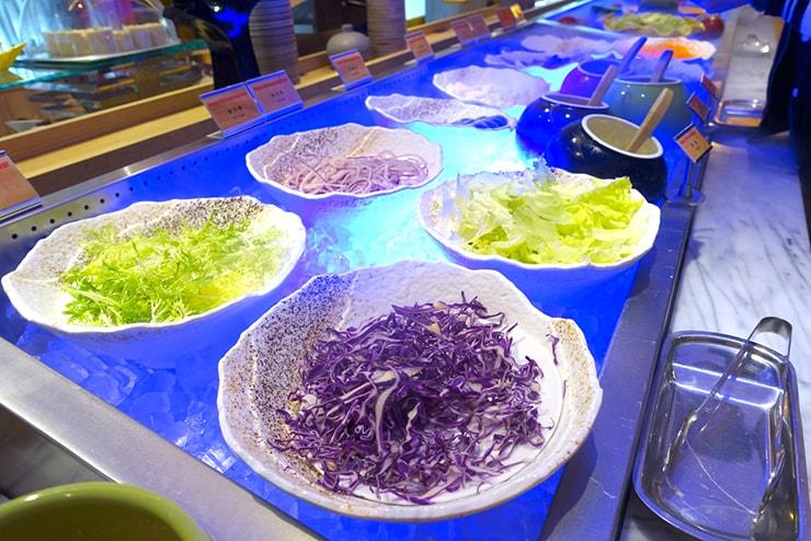 台中歌劇院徒歩圏内の快適ホテル「富盛商旅 GOGO HOTEL」の朝食ビュッフェ(サラダ)