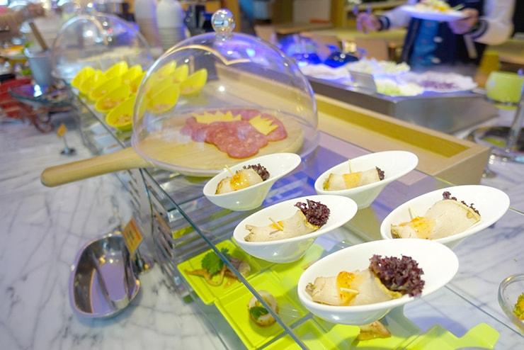 台中歌劇院徒歩圏内の快適ホテル「富盛商旅 GOGO HOTEL」の朝食ビュッフェ(前菜)