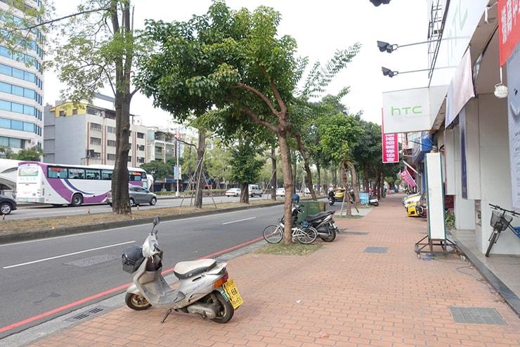 台中・台灣大道の歩道