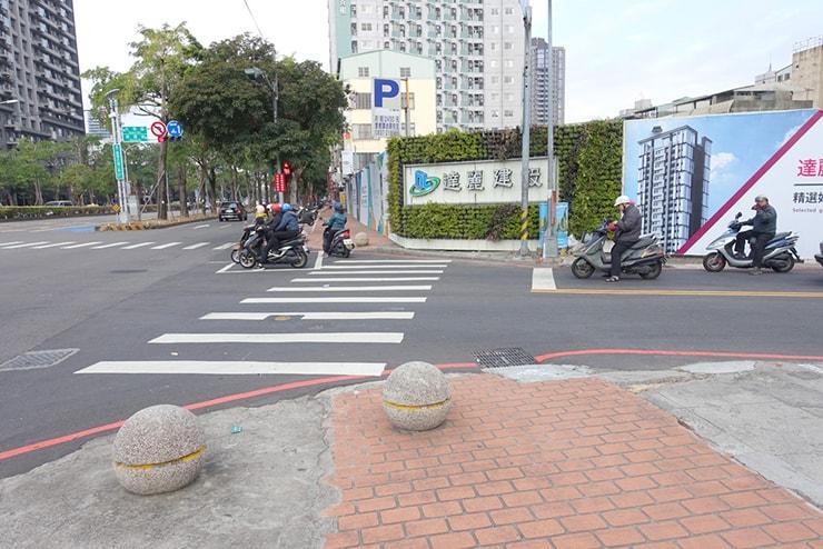 台中「台灣大道」と「何厝街」の交差点