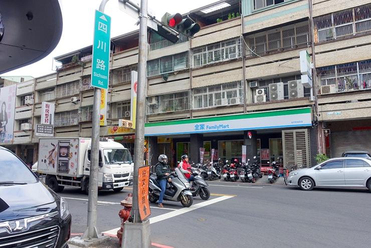 台中「四川路」のファミリーマート