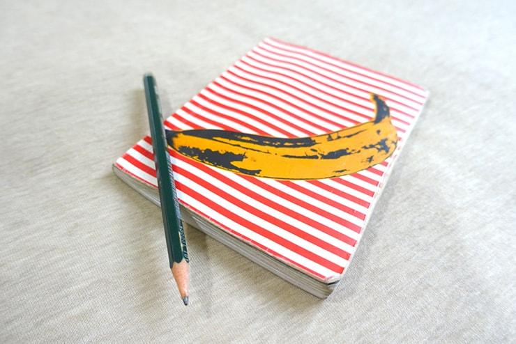 常にカバンに入れて持ち歩いているミニノートと鉛筆
