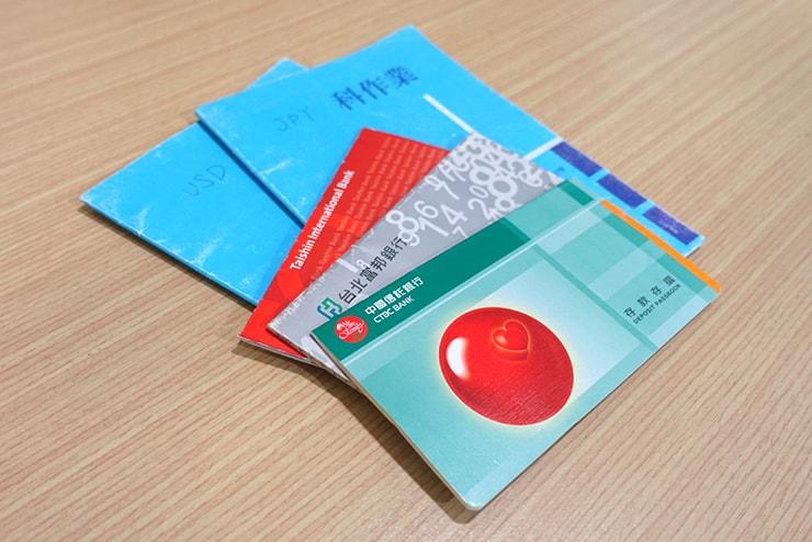 台湾で持ち歩いている通帳と外貨記録ノート