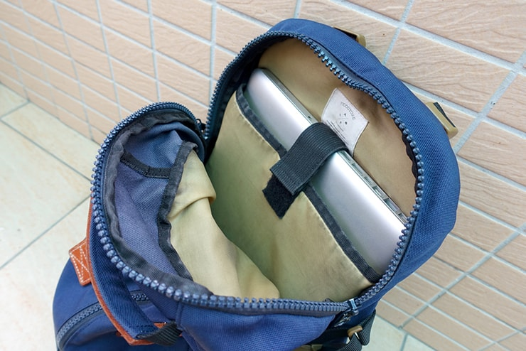 FICOUTURE(フィクチュール)リュック内のパソコン用ポケット