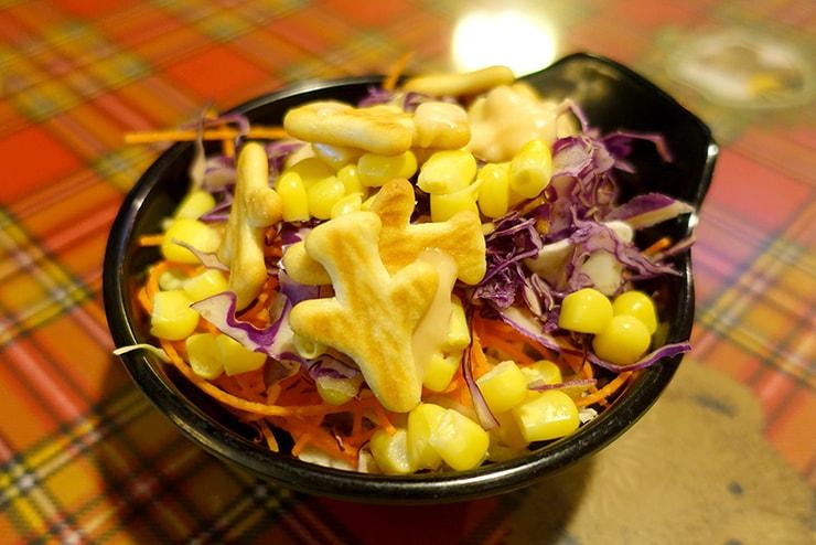 台北・楽華夜市「大統牛排」のサラダ
