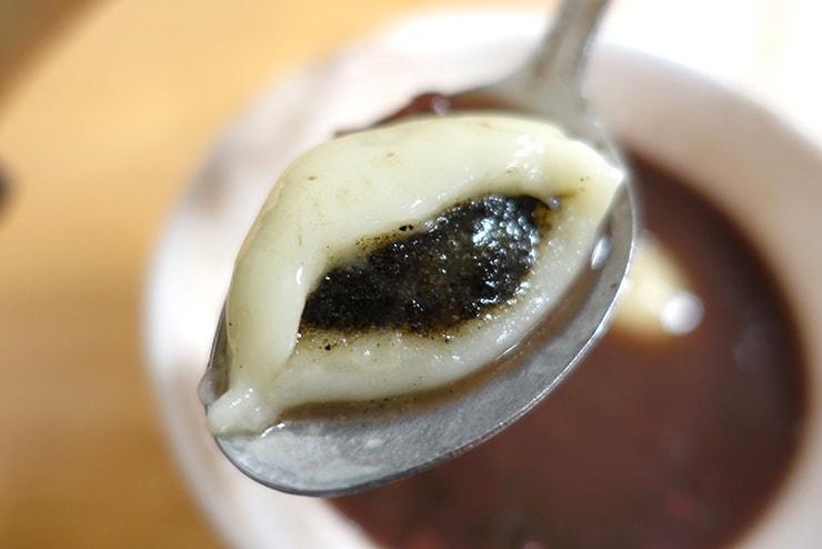 台北・公館「台一牛奶大王」の芝麻湯圓クローズアップ