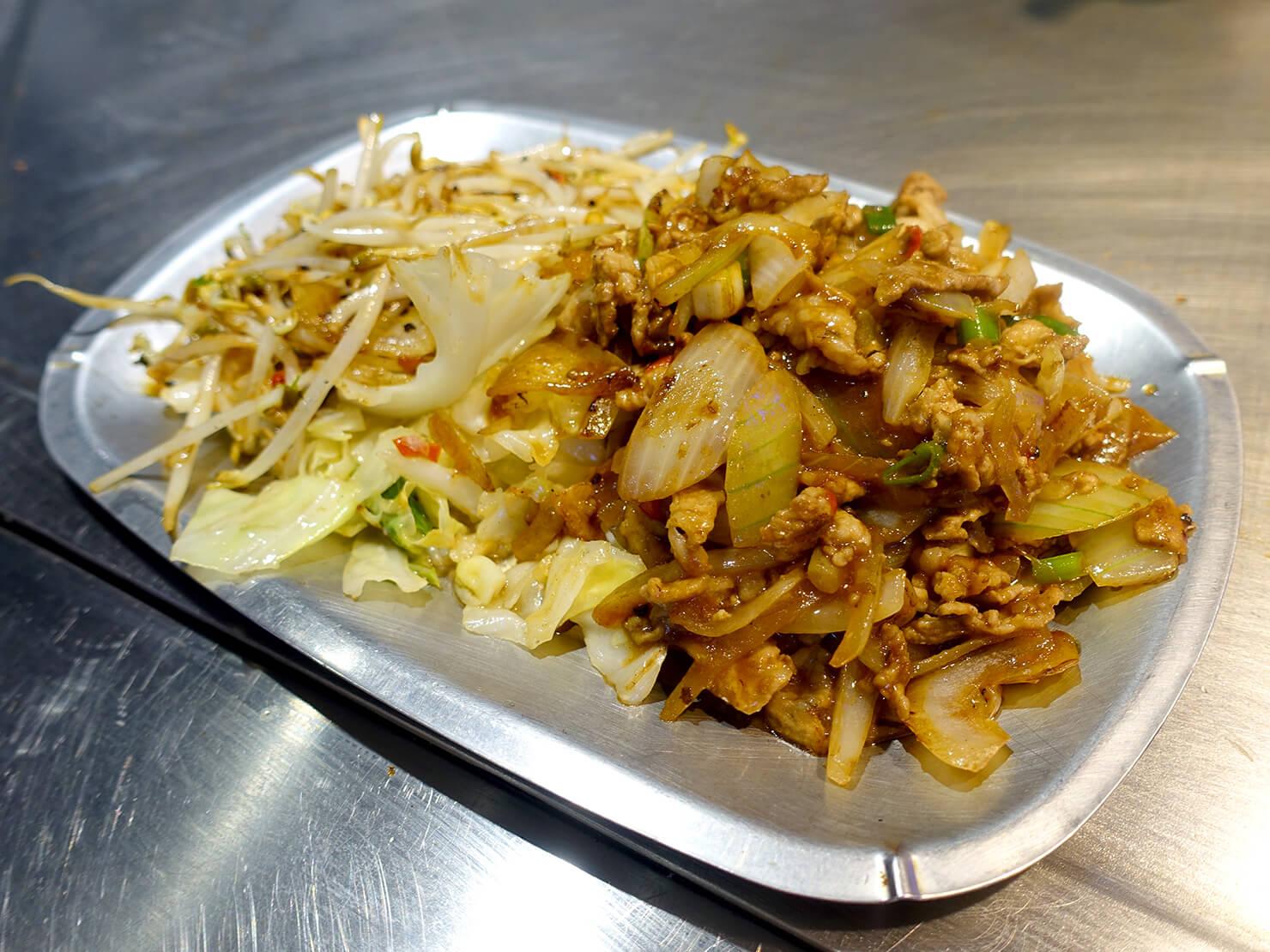 台北・公館夜市のおすすめグルメ店「喫尤平價鐵板燒」の豬肉片