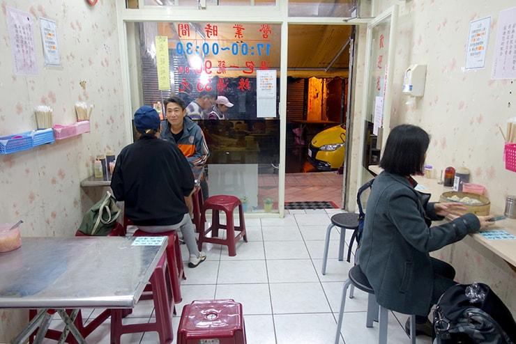 台北・臨江街夜市「正好鮮肉小籠湯包」の店内