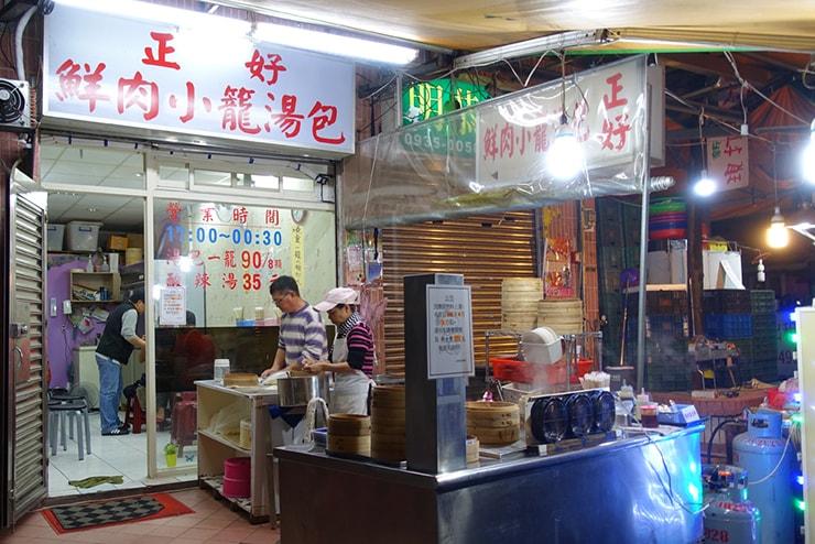 台北・臨江街夜市「正好鮮肉小籠湯包」のカウンター