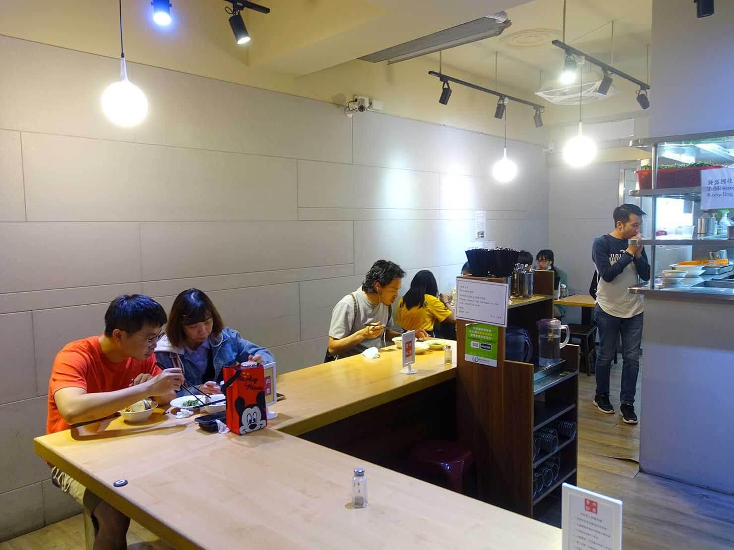 台北・公館夜市のおすすめグルメ店「魯肉・飯香」の店内