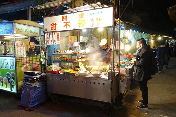 台北・臨江街夜市「關東甜不辣」の外観