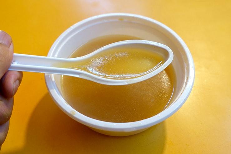 台北・臨江街夜市「關東甜不辣」のスープ