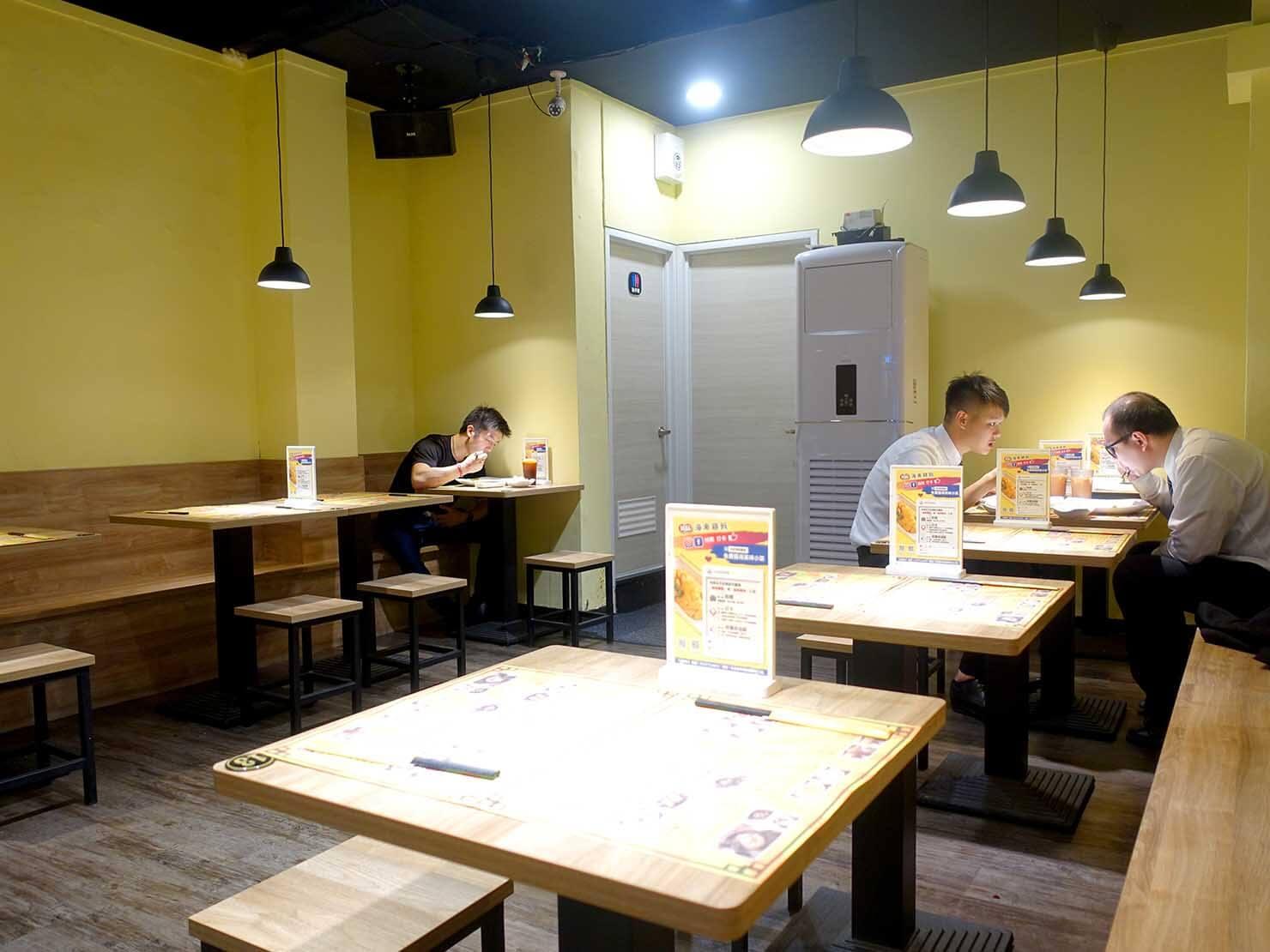 台北・遼寧街夜市のおすすめグルメ店「林記海南雞飯」の店内