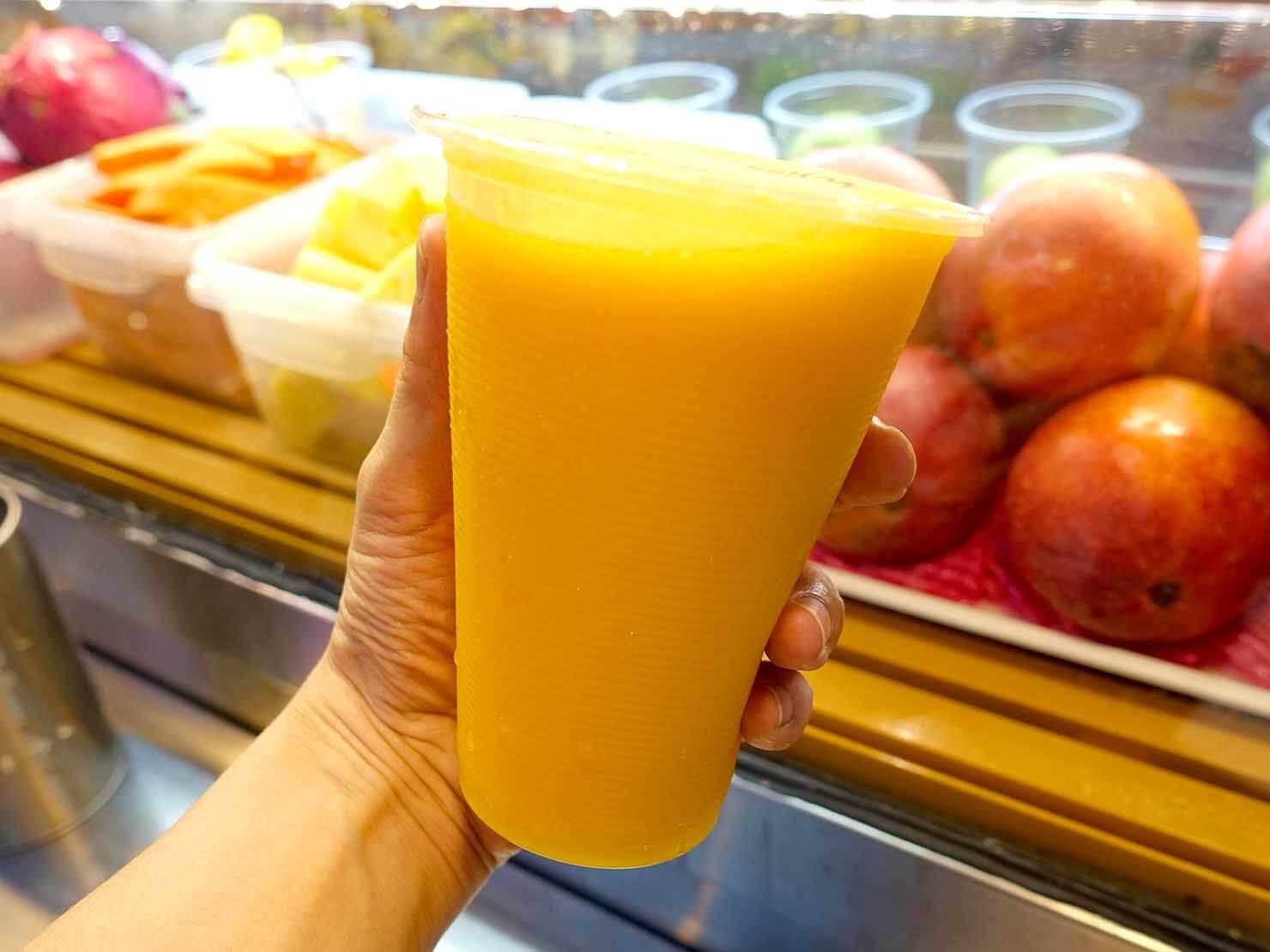 台北・遼寧街夜市のおすすめジューススタンド「祥好喝現打果汁專賣店」の芒果汁