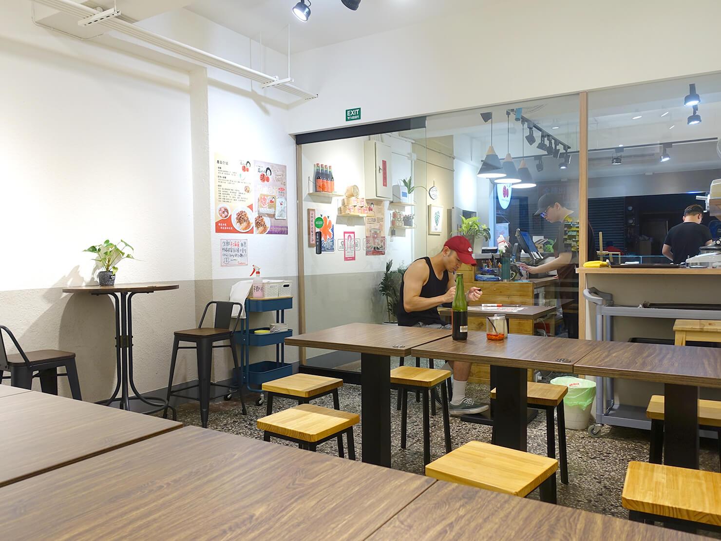 台北・臨江街夜市のおすすめグルメ店「蘇媽媽湯圓」の店内