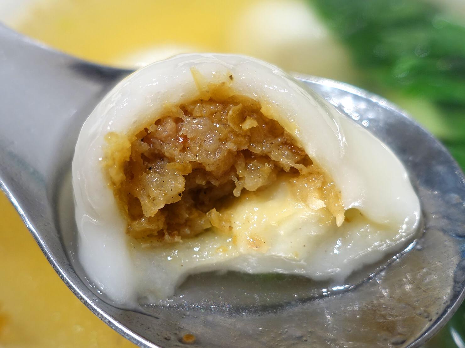 台北・臨江街夜市のおすすめグルメ店「蘇媽媽湯圓」の鮮肉湯圓クローズアップ