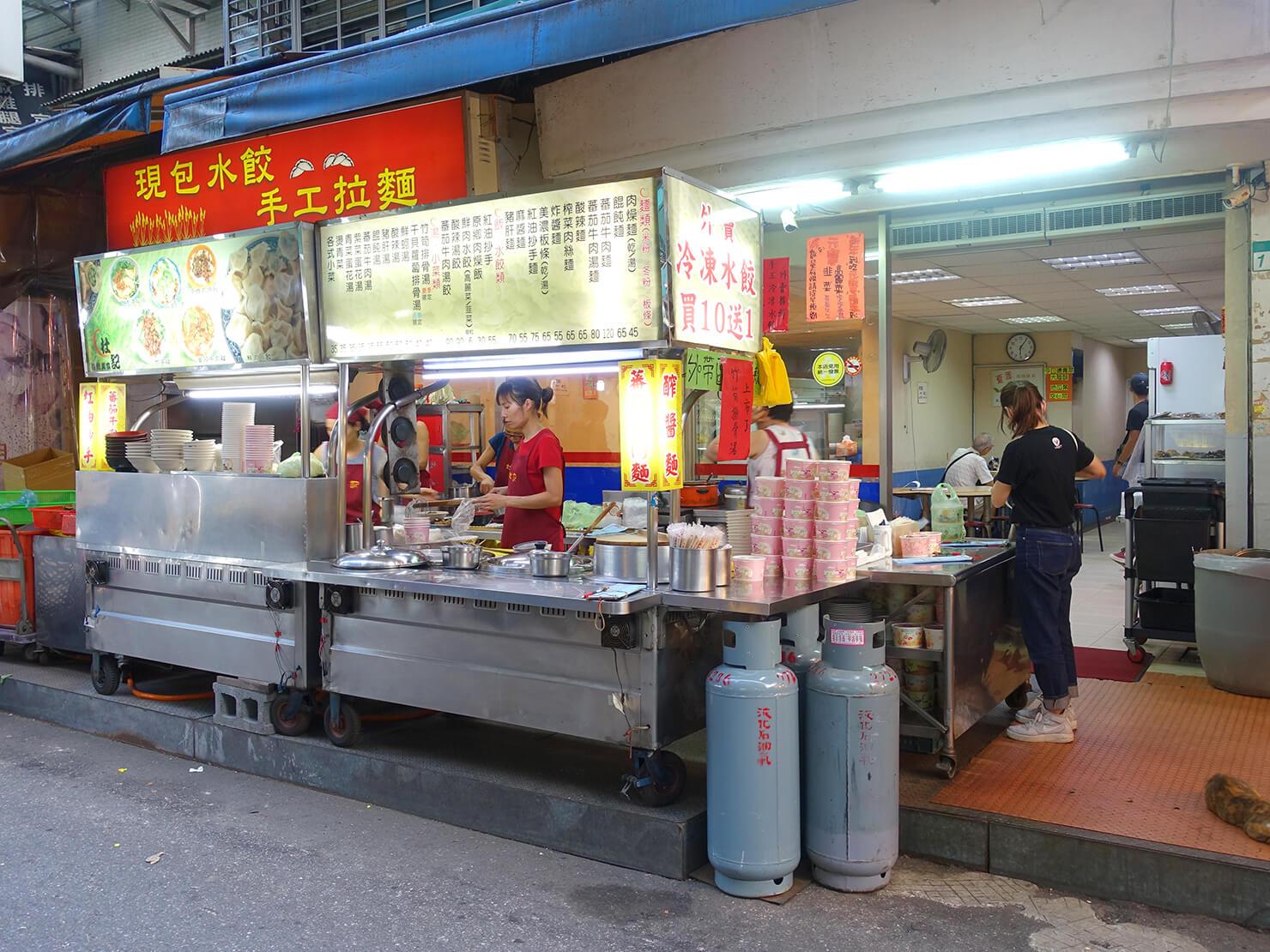 台北・臨江街夜市のおすすめグルメ店「杜記麵館」の外観