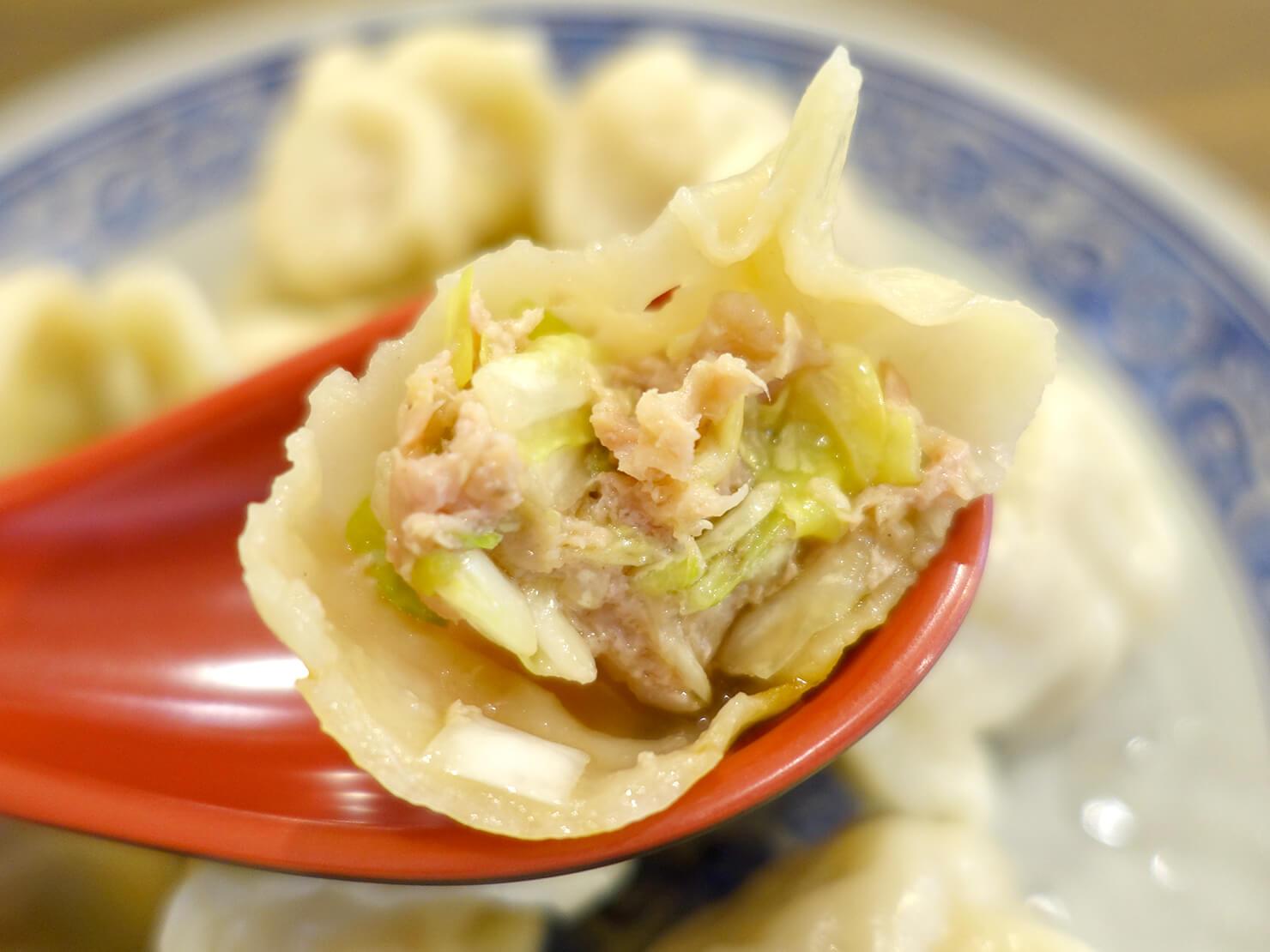 台北・臨江街夜市のおすすめグルメ店「杜記麵館」の鮮肉水餃クローズアップ