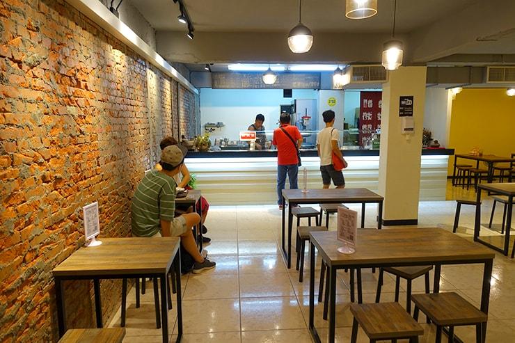 台北・樂華夜市「同家豆花」の店内