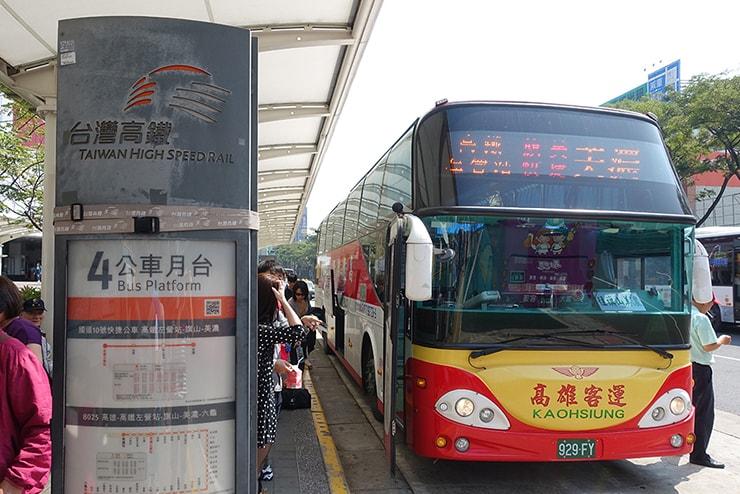 高雄・高鐵(台湾新幹線)左營駅前のバスターミナル