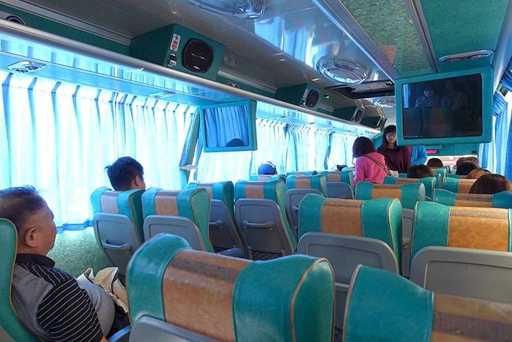 高雄・左營から美濃へ向かうバスの車内