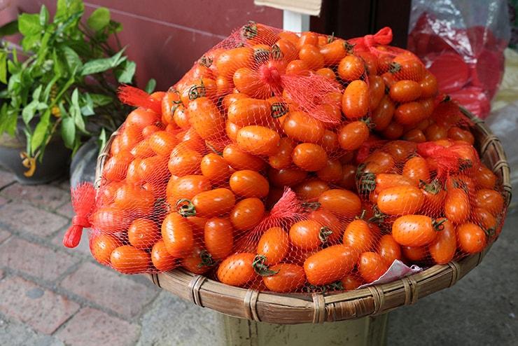 高雄・美濃の人気観光スポット「高雄美濃民俗村」に置かれた採れたてミニトマト