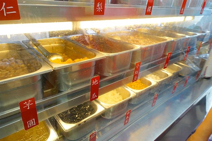 台北・東區(忠孝敦化)の人気台湾デザート店「東區粉圓」のトッピング
