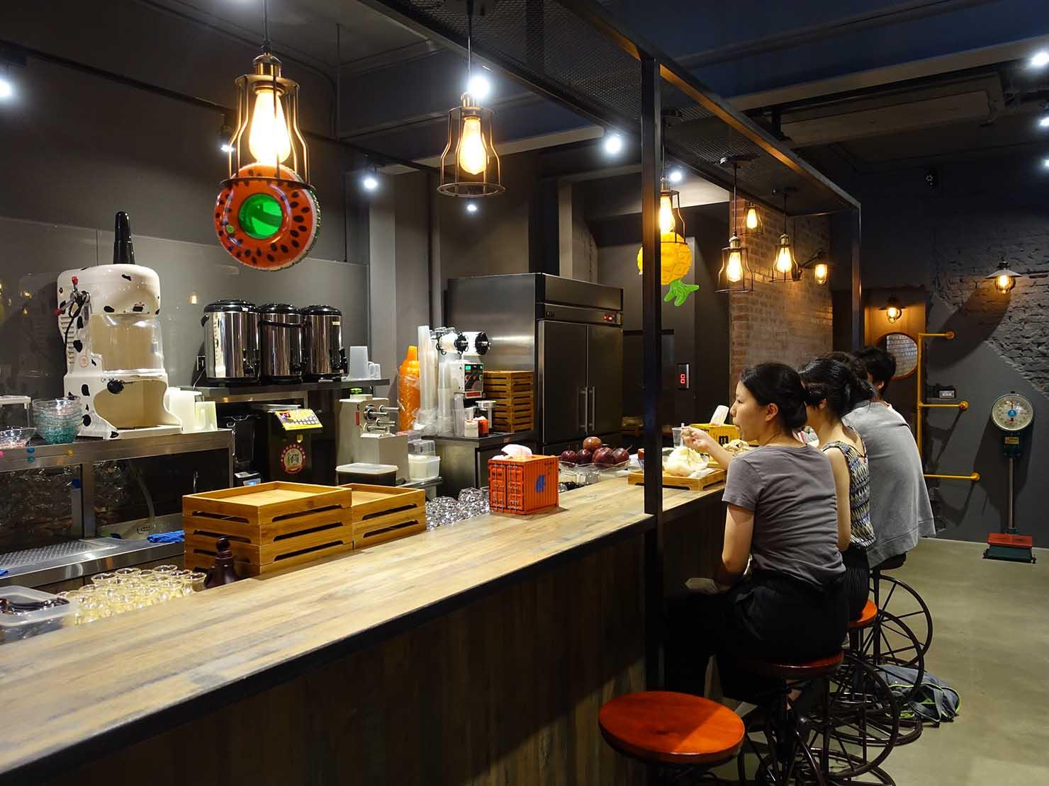 台北・公館にある美味しいマンゴーかき氷店「Mr.雪腐」の店内