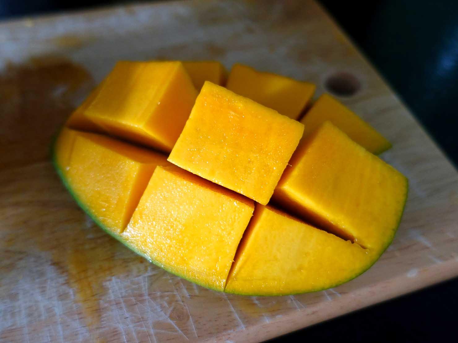 台湾のちょっと珍しい緑のマンゴー「烏香芒果」の切り方(できあがり)