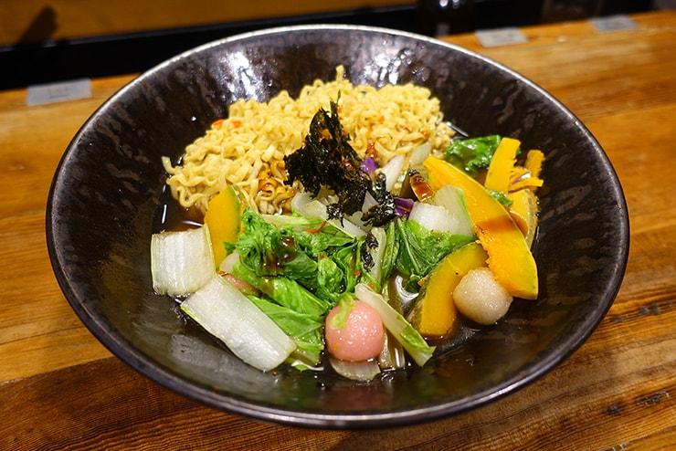 台北・東區(國父紀念館)「蔬河 VEGE CREEK」の素食滷味(ベジルーウェイ)