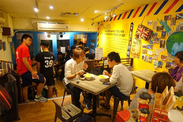 台北・四平街(松江南京)のおすすめマンゴーかき氷店「綠豆蒜啥咪」の店内