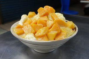 台北・永安市場「良古早味黒糖剉冰」のマンゴーかき氷