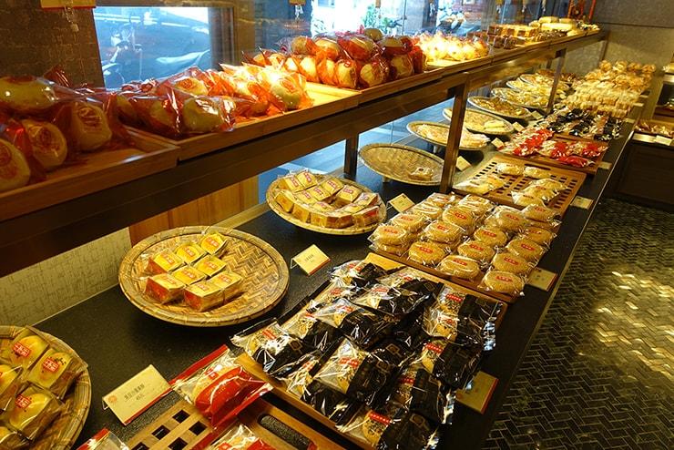 台北・迪化街近隣のお菓子屋さん「十字軒糕餅舖」の店内