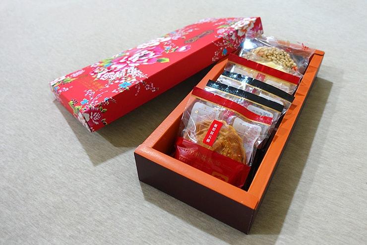 台北・迪化街近隣のお菓子屋さん「十字軒糕餅舖」のお菓子詰め合わせ