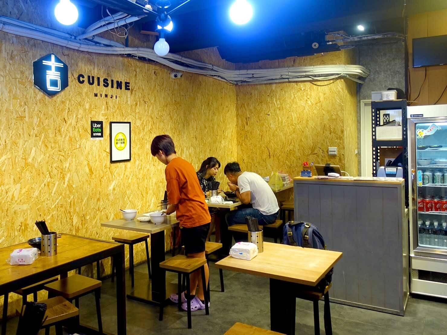 台北・寧夏夜市のおすすめグルメ店「明吉小館」の店内