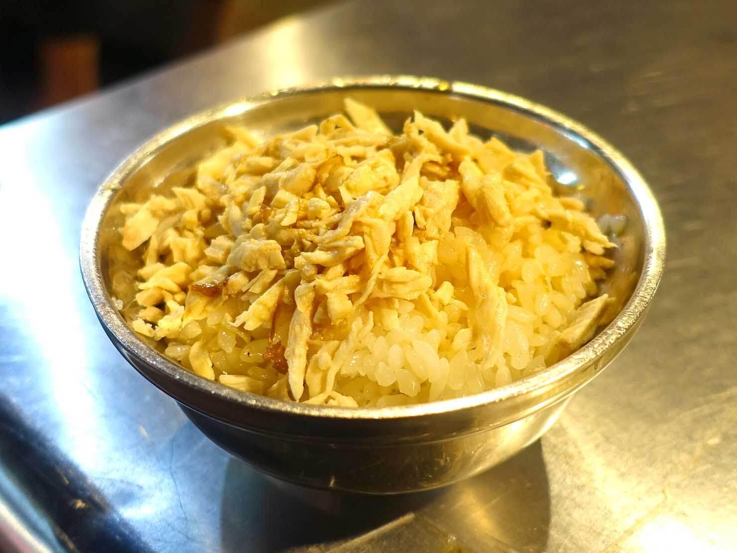 台北・寧夏夜市のおすすめグルメ店「方家雞肉飯」の雞肉飯