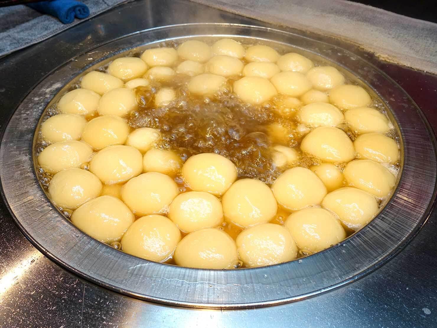 台北・寧夏夜市のおすすめグルメ店「林振櫂燒麻糬」のおもち