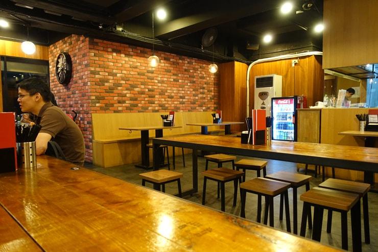 台北駅最寄りの人気夜市・寧夏夜市のおしゃれな台湾ごはん店「CUISINE MINJI 明吉美食餐飲 」の店内