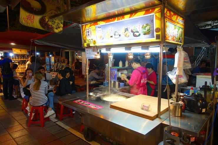 台北駅最寄りの人気夜市・寧夏夜市「林記燒麻糬」の屋台