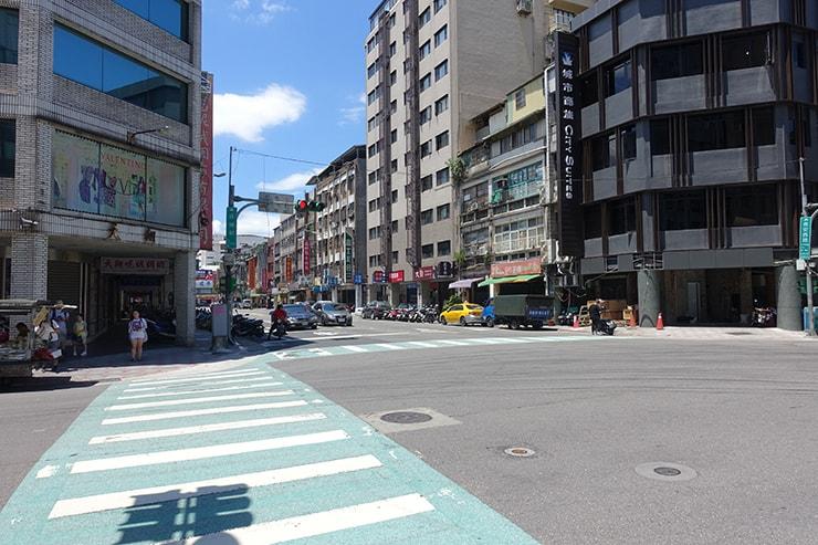台北市の交差点「長安塔城路口」