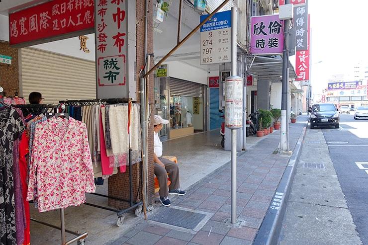 台北のバス停「南京西路口(塔城)」